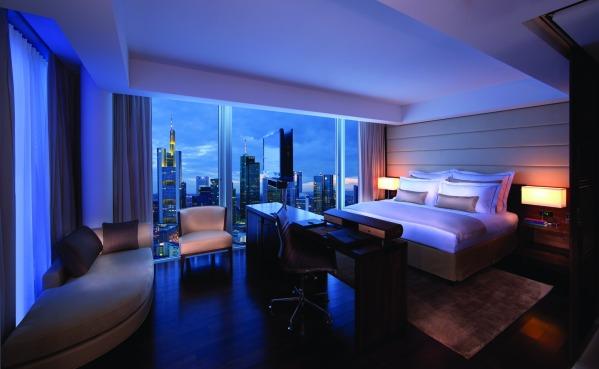 Jumeirah.Frankfurt..Skyline.Deluxe.Room