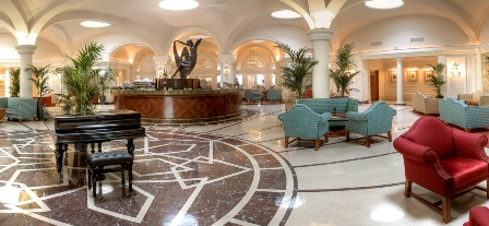 Phoenicia Hotel - Palm Court Lounge