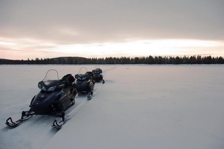 snowmobiles_010