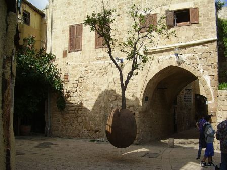 800px-PikiWiki_Israel_12434_quot;oranger_suspenduquot;_in_old_jaffa