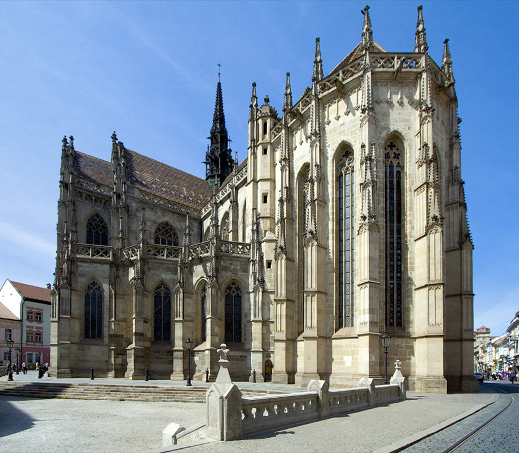1024px-Kosice_-_St._Elisabeth_Cathedral_retouched