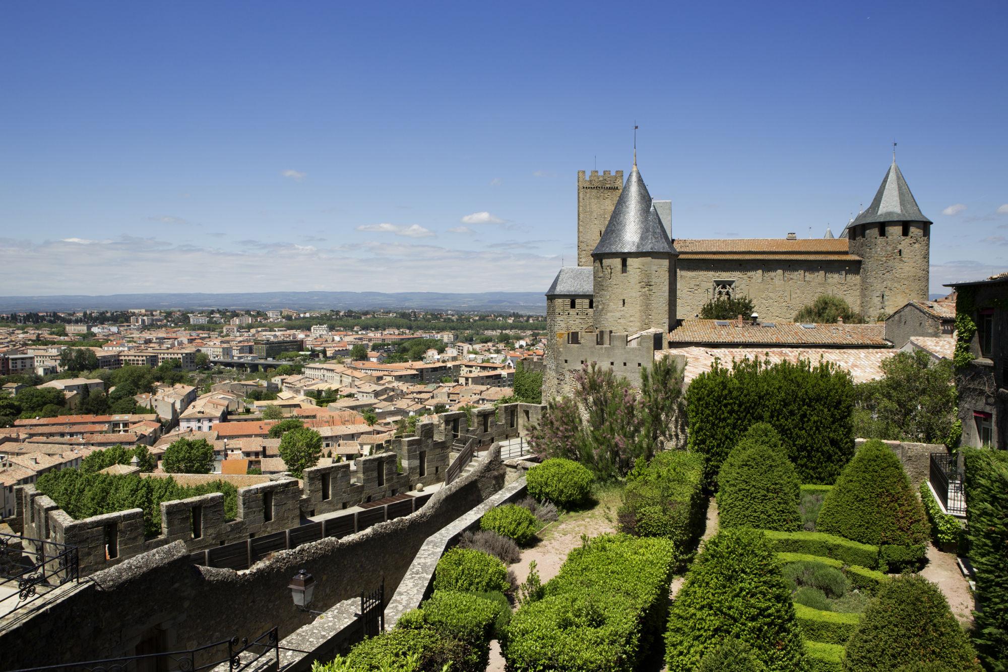 Hotel de la Cite Carcassonne-gardens(resized)