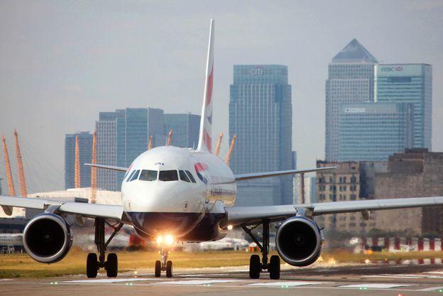 Aircraft on runway at LCY
