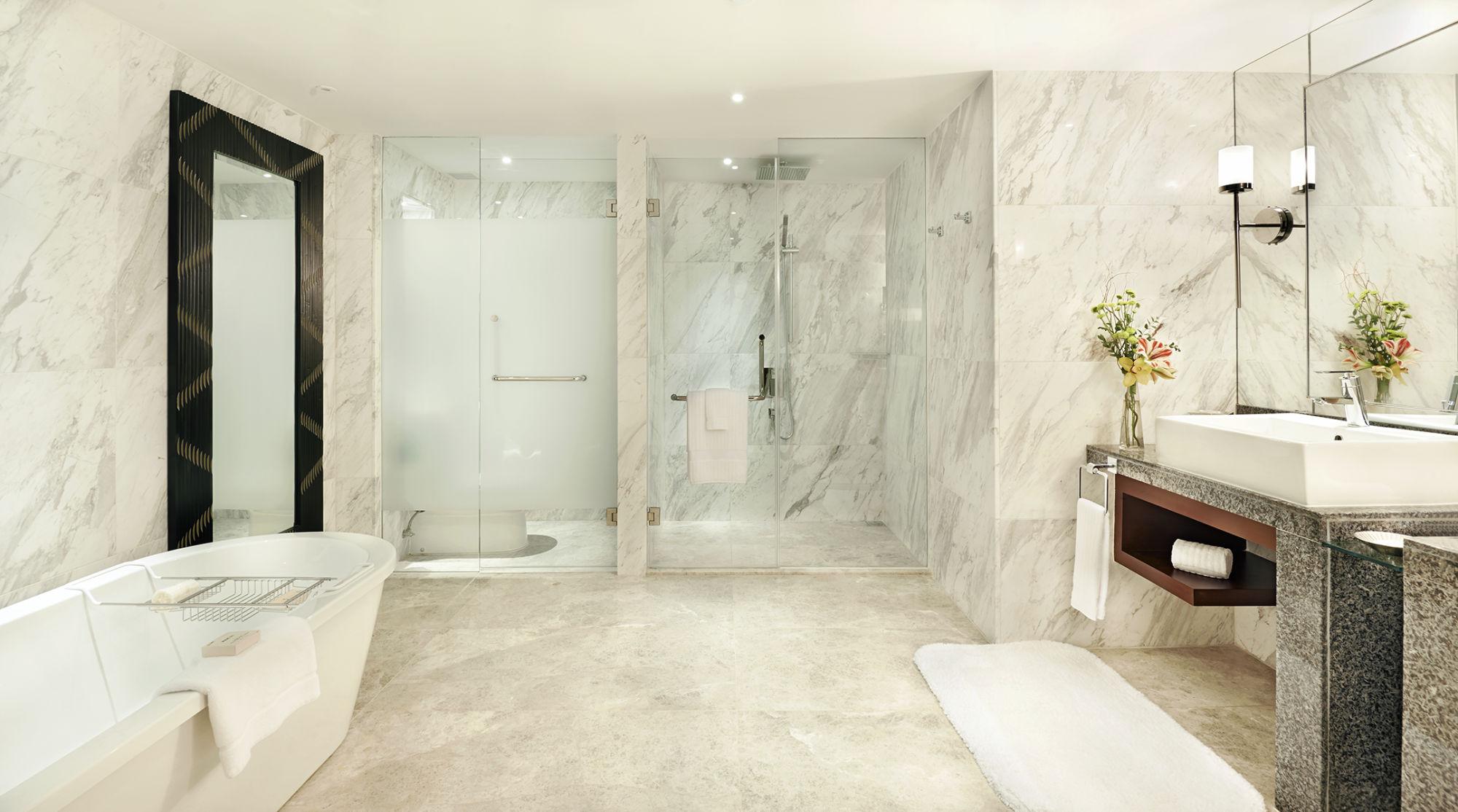 Fairmont Makati Gold Corner Suite Bathroom