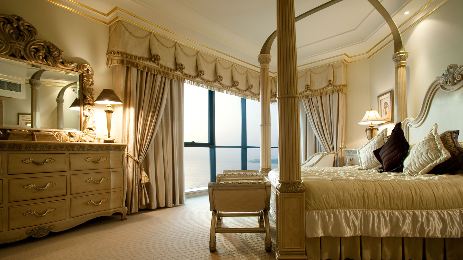 Royal-Suite-Bed-room-1600x900