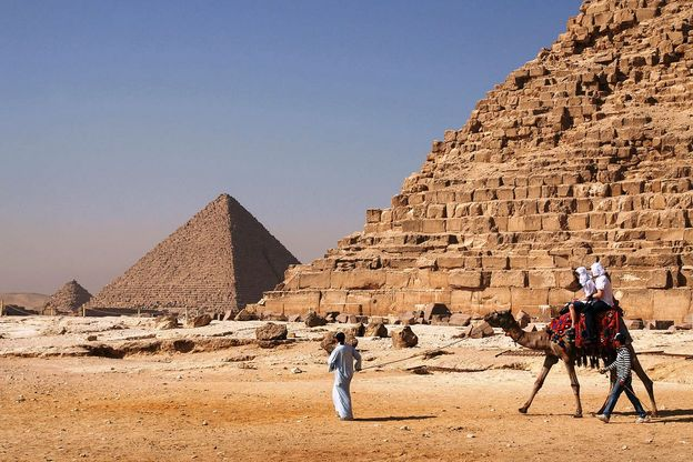 1280px Camel and the pyramids