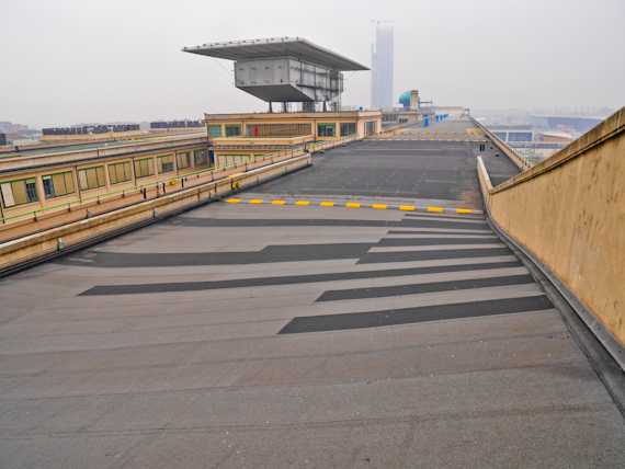 Racetrack on roof w City