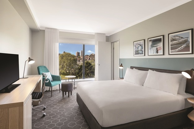 vibe hotel rushcutters sydney executive suite bedroom king 01 2016