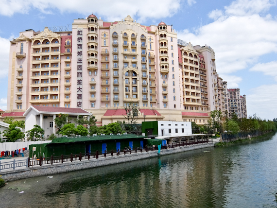 Hotel and Canal