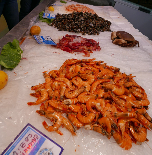 Seafood galore at Faro market. e1596445476195