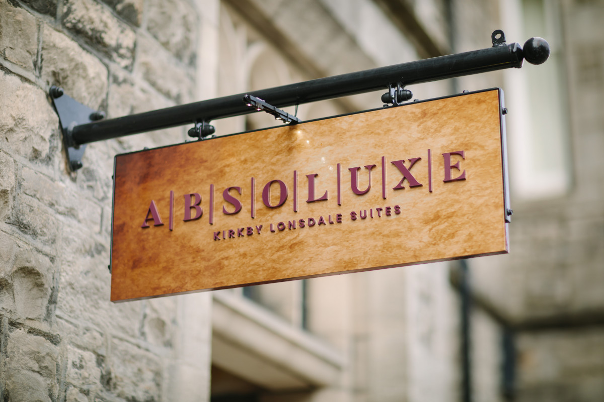 ABSOLUXE suites sign