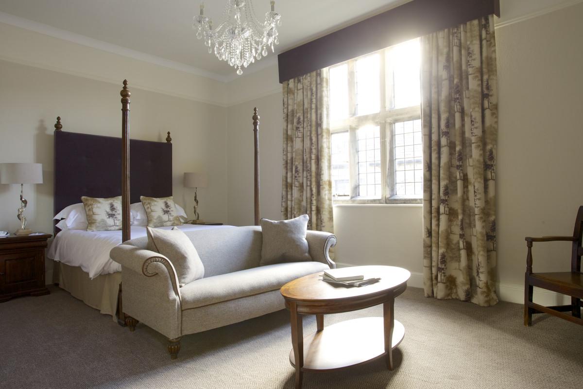 Bedroom.HeadlamHall.MainHallDeluxe.2021.np