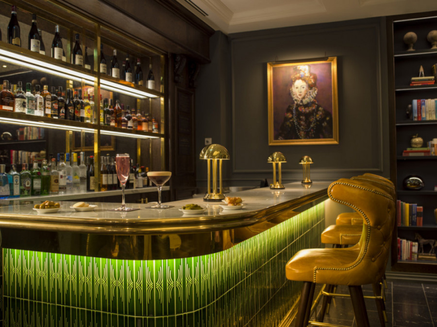 The Dining Room Bar at The Guardsman Hotel